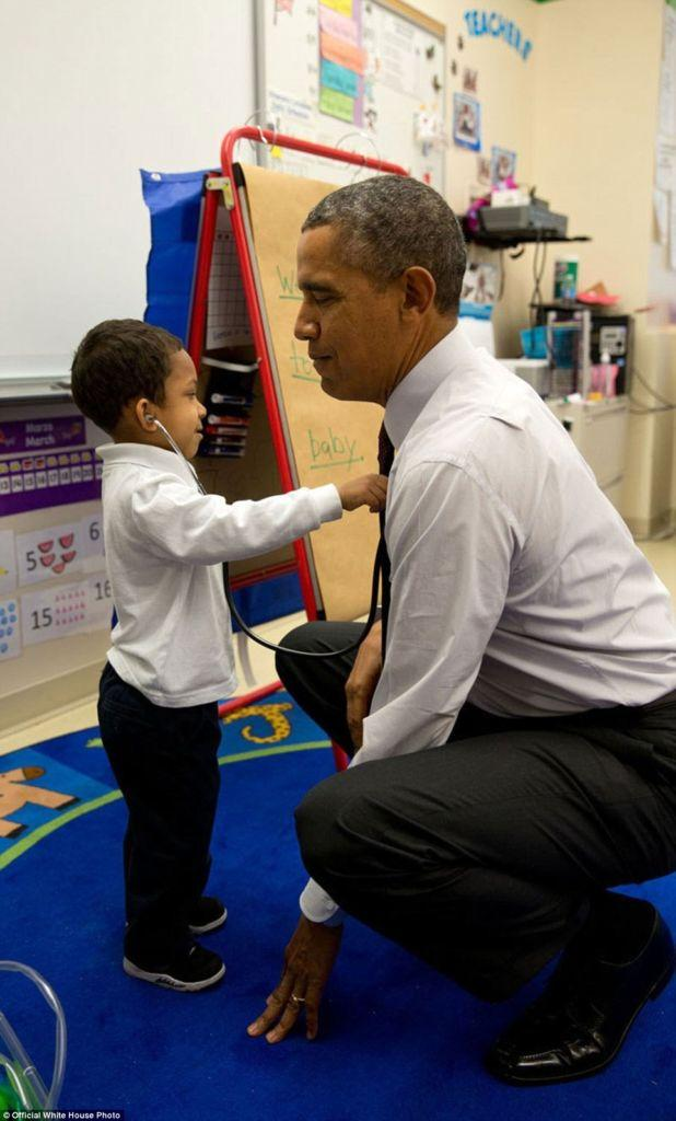 3A3F915400000578-3926100-March_4_2014_The_President_was_visiting_a_classroom_at_Powell_El-a-12_1478871703570