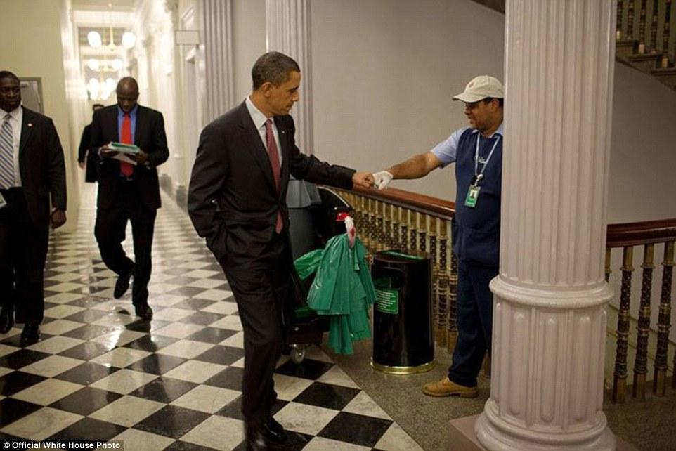 3A3F91C800000578-3926100-December_3_2009_Obama_fist_bumps_custodian_Lawrence_Lipscomb_in_-a-22_1478871704023