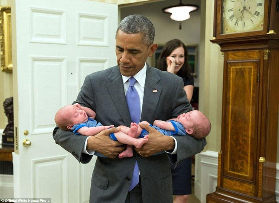 3A3F921C00000578-3926100-June_17_2015_The_President_carries_the_twin_boys_of_Katie_Beirne-a-19_1478871703807