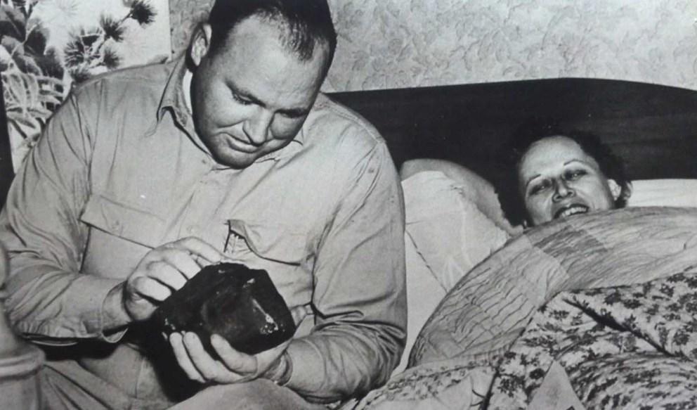 Жената што ја погоди метеорит додека дремеше на својот кауч