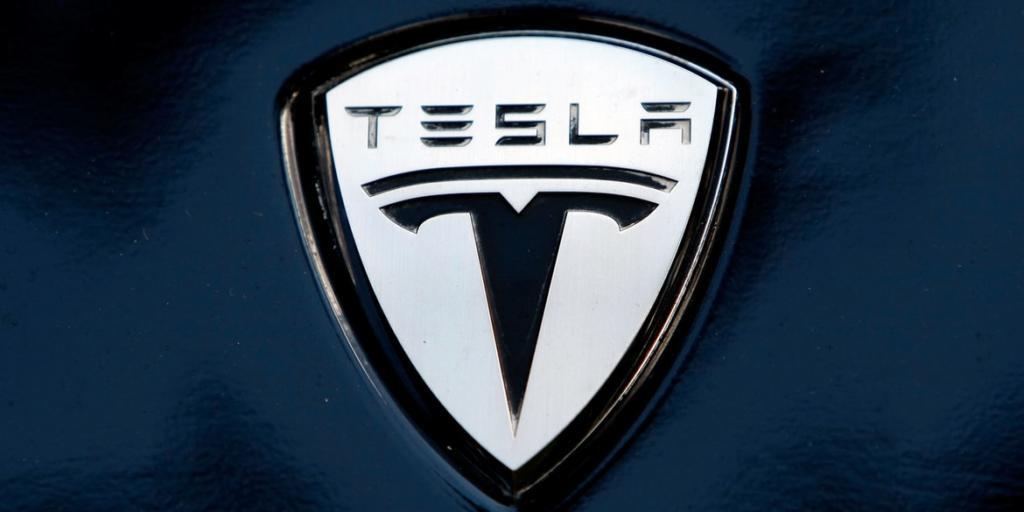 Илон Маск открива  Што значи логото на Tesla