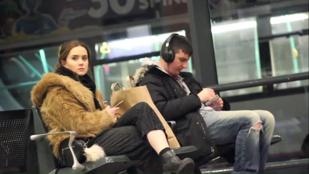 Кога слушаш лоша музика во јавност