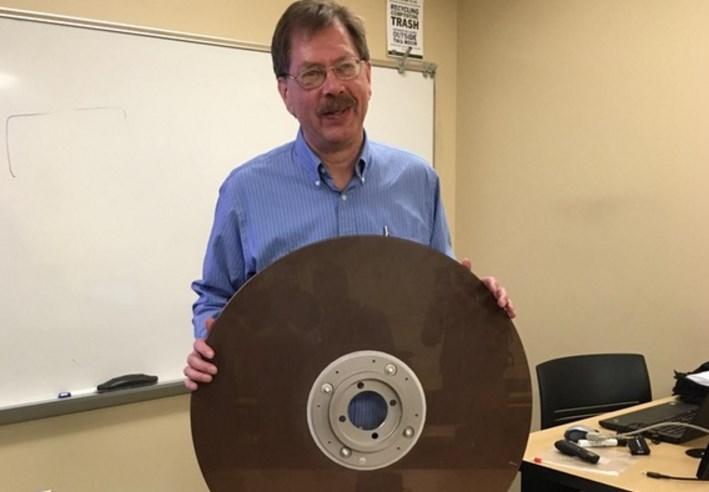 Хард диск од 10 мегабајти од 1960 тите
