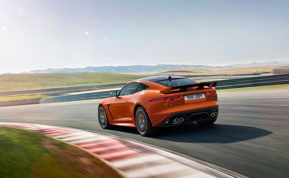 jaguar-razviva-avtomobil-od-klasata-gt4