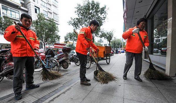 На кинеските комуналци им мерат колку исчистиле