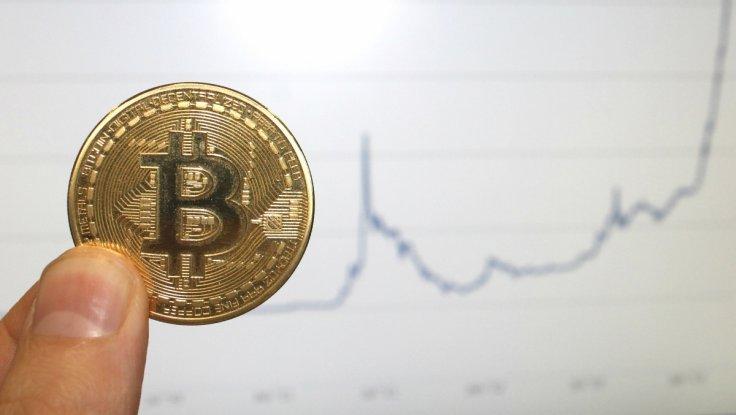Bitcoin руши рекорди  минута молк за лузерите