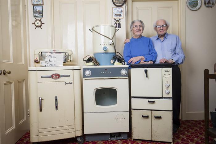 Шпорет  фрижидер  машина за перење  купени им се пред 50  години  и уште им траат