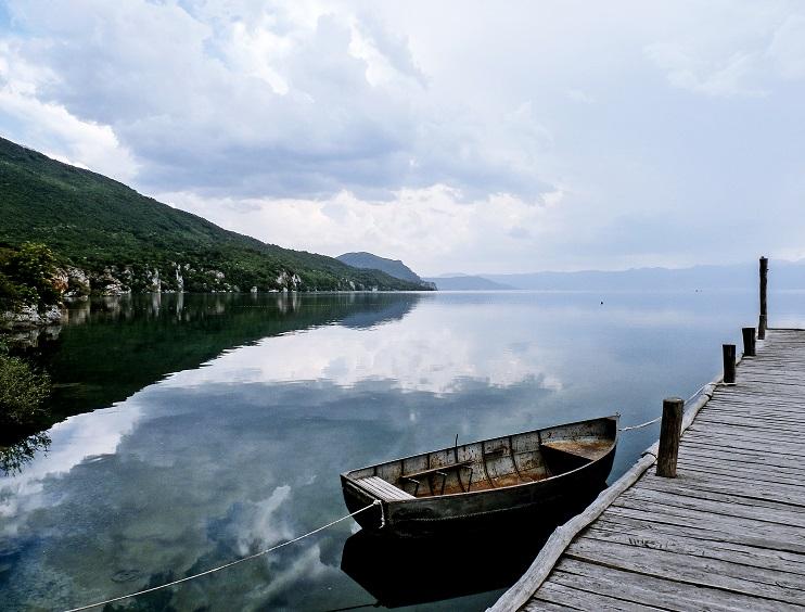 Се излеа нафта во канал од Охридското Езеро