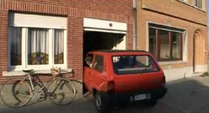 Белгиец покажува како паркира кола од 149 сантима во гаража од 155 сантима