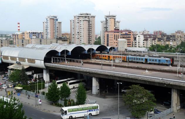 По товарниот  прекинат и патничкиот сообраќај во Железници